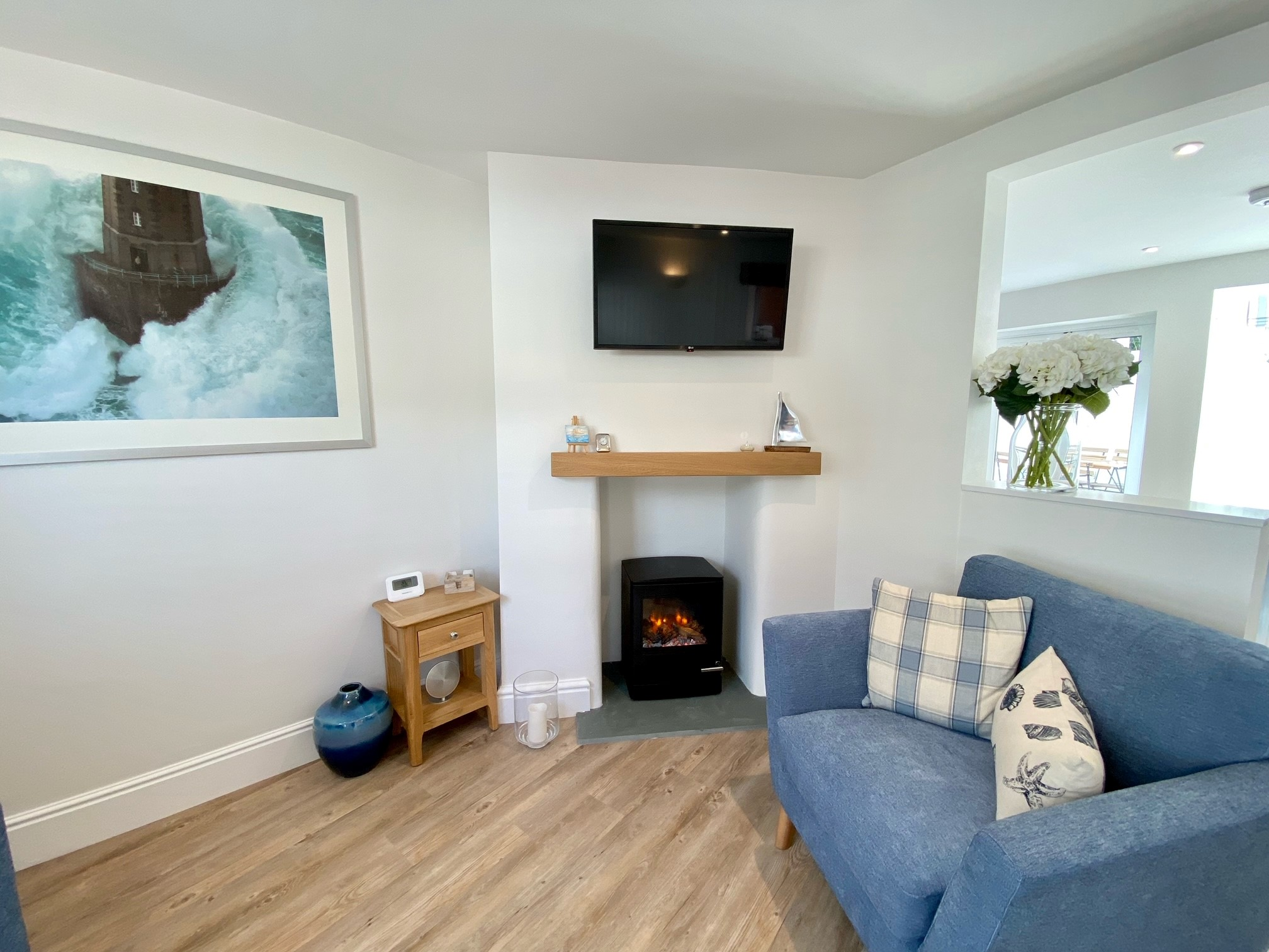 Pebblecombe Lounge 2