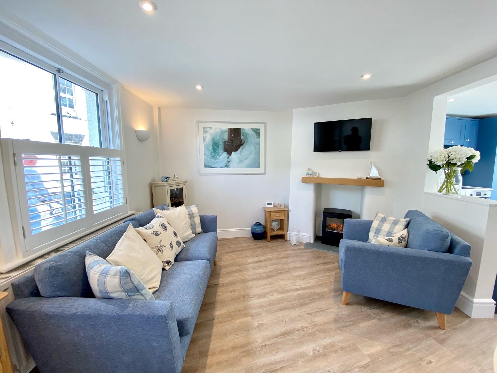 Pebblecombe Lounge 3