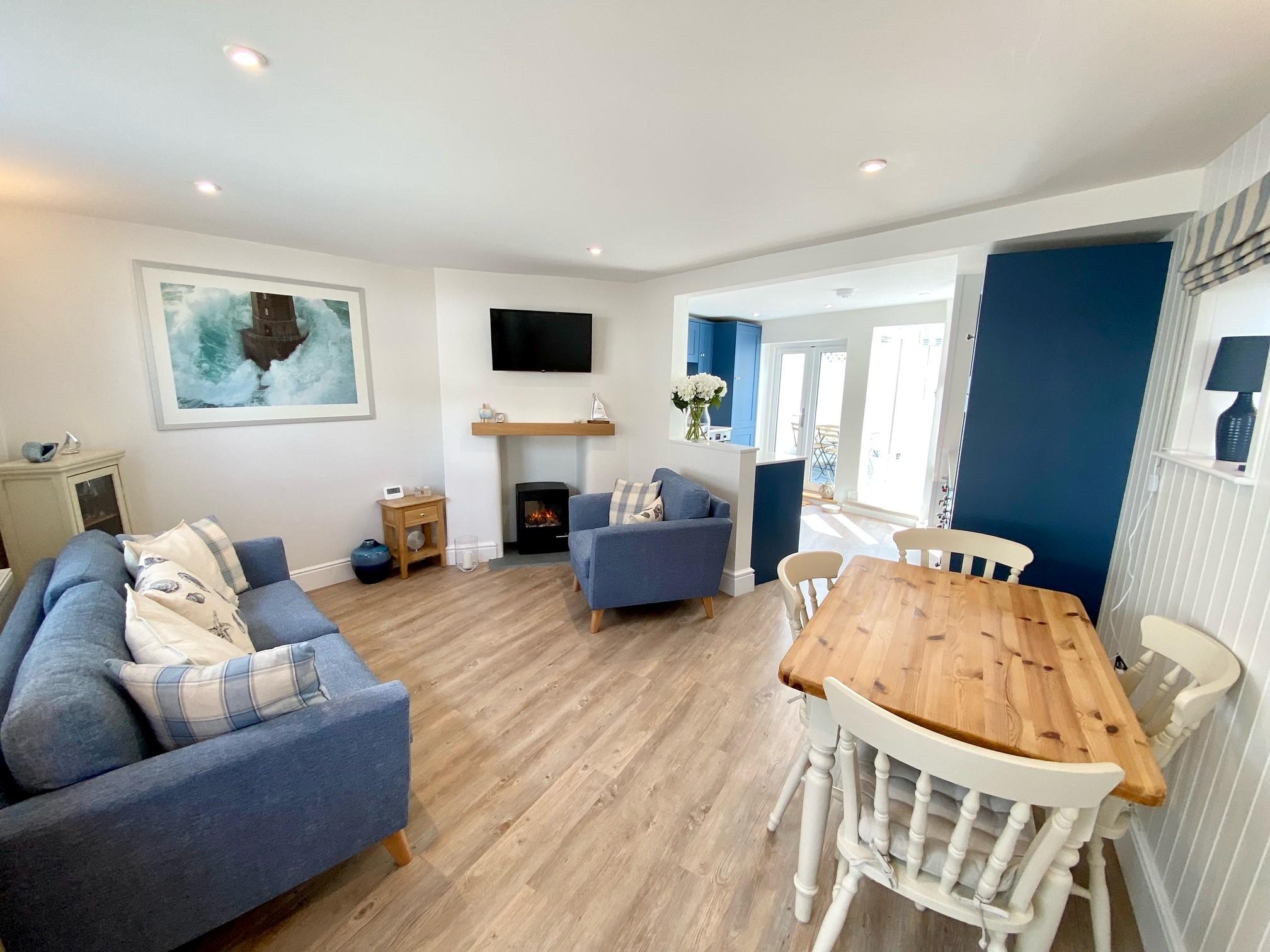 Pebblecombe Lounge 4