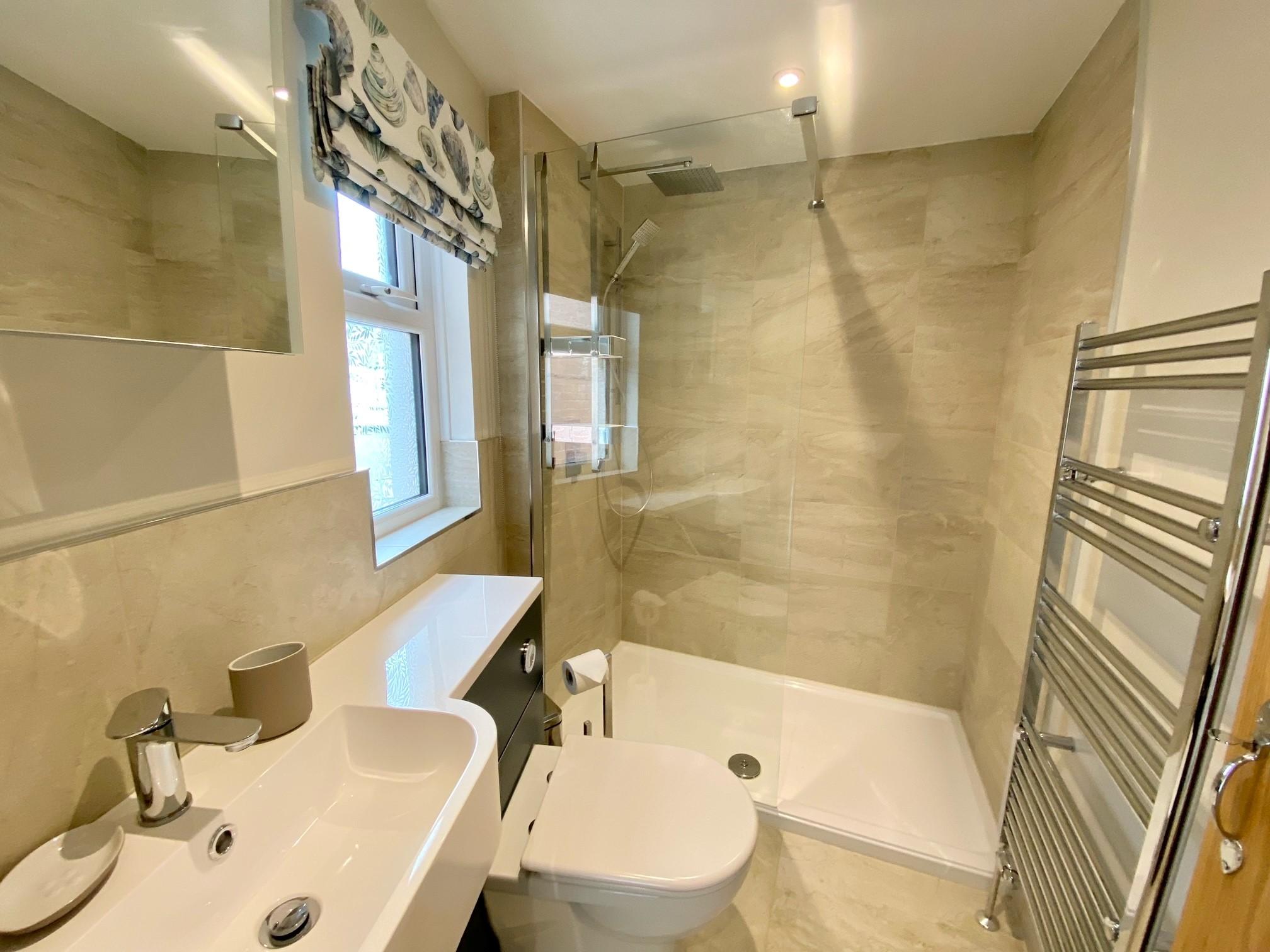 Pebblecombe Shower 2