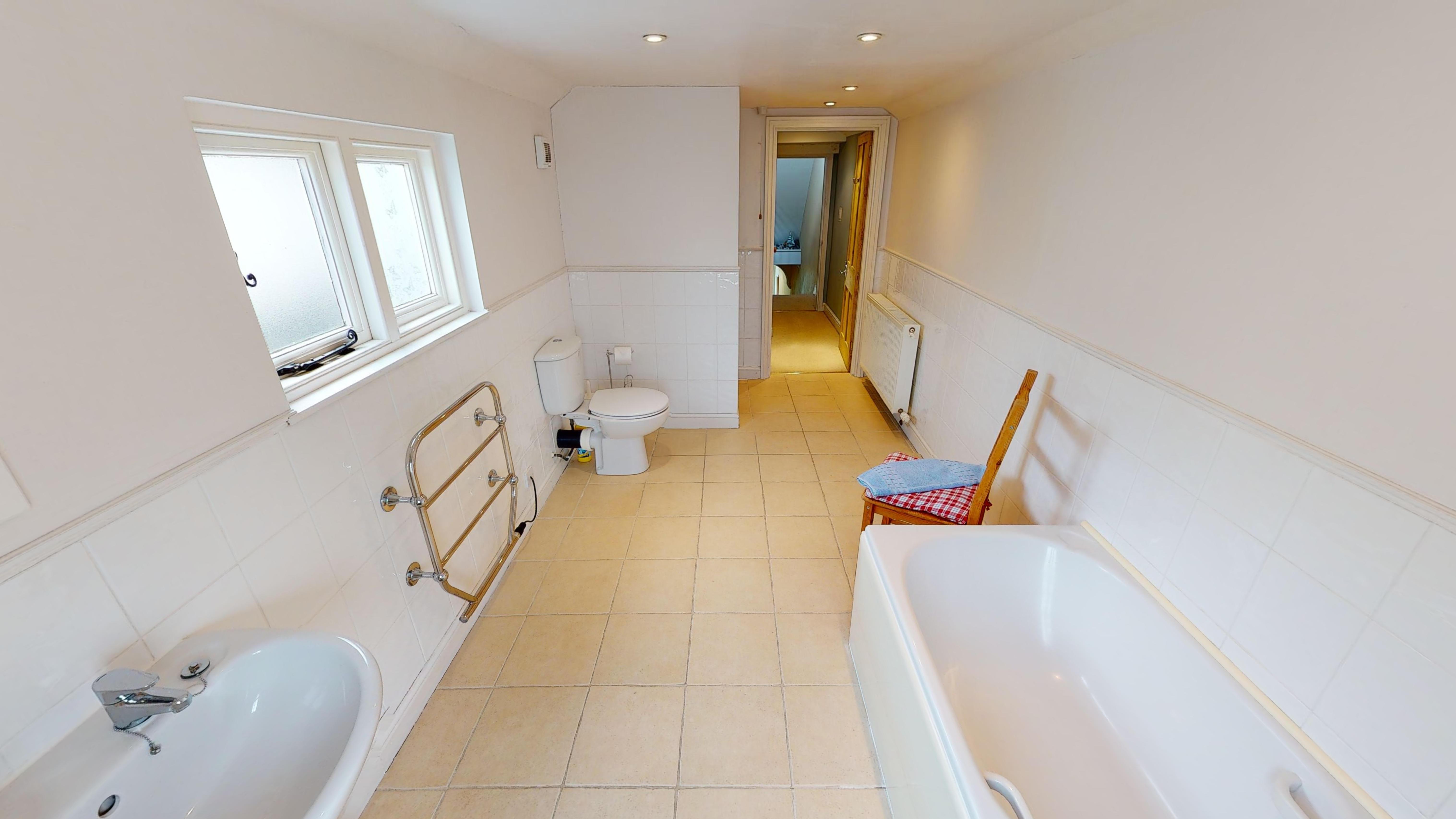 Cambridge House Bathroom 2
