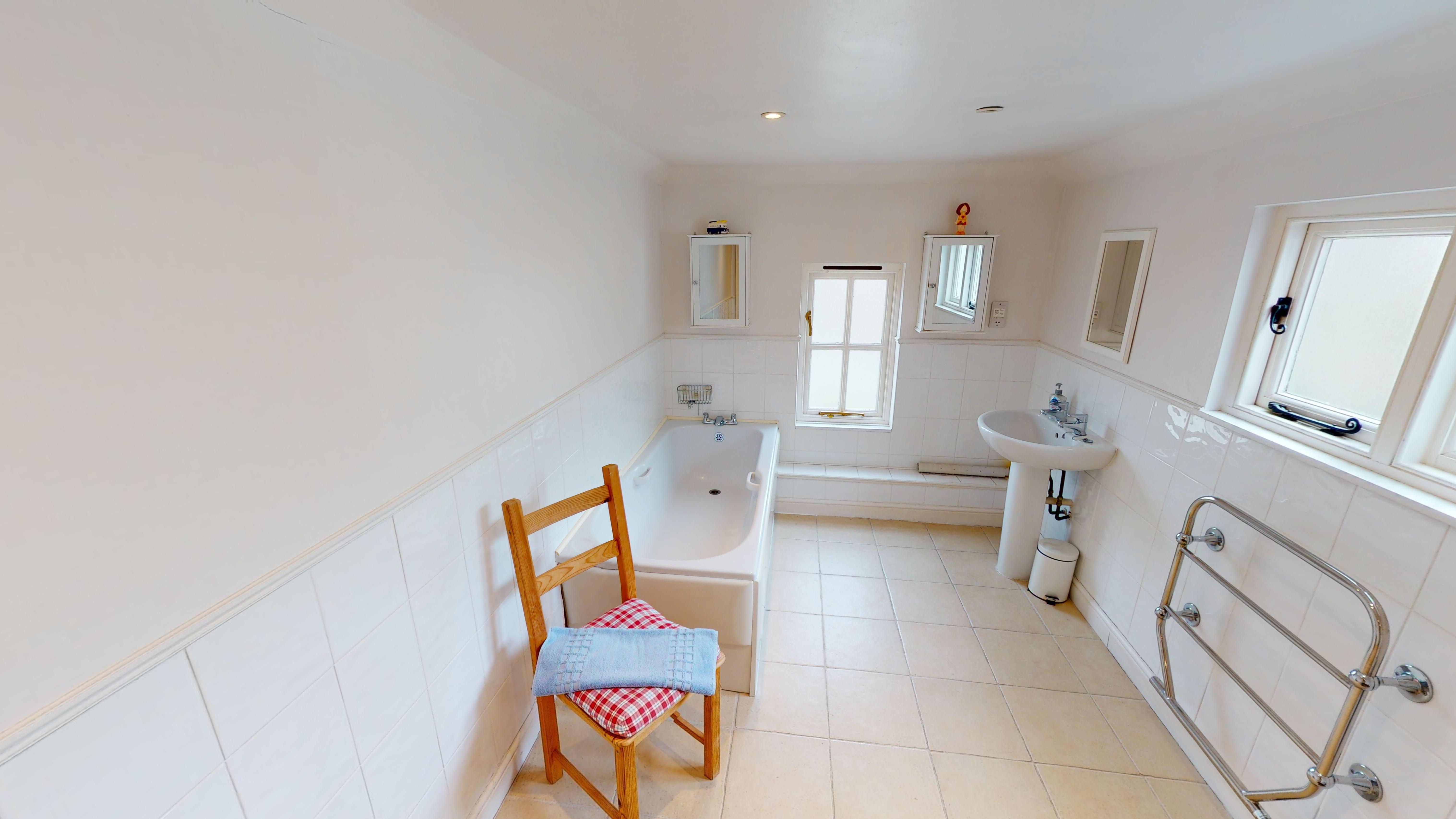 Cambridge House Bathroom 3