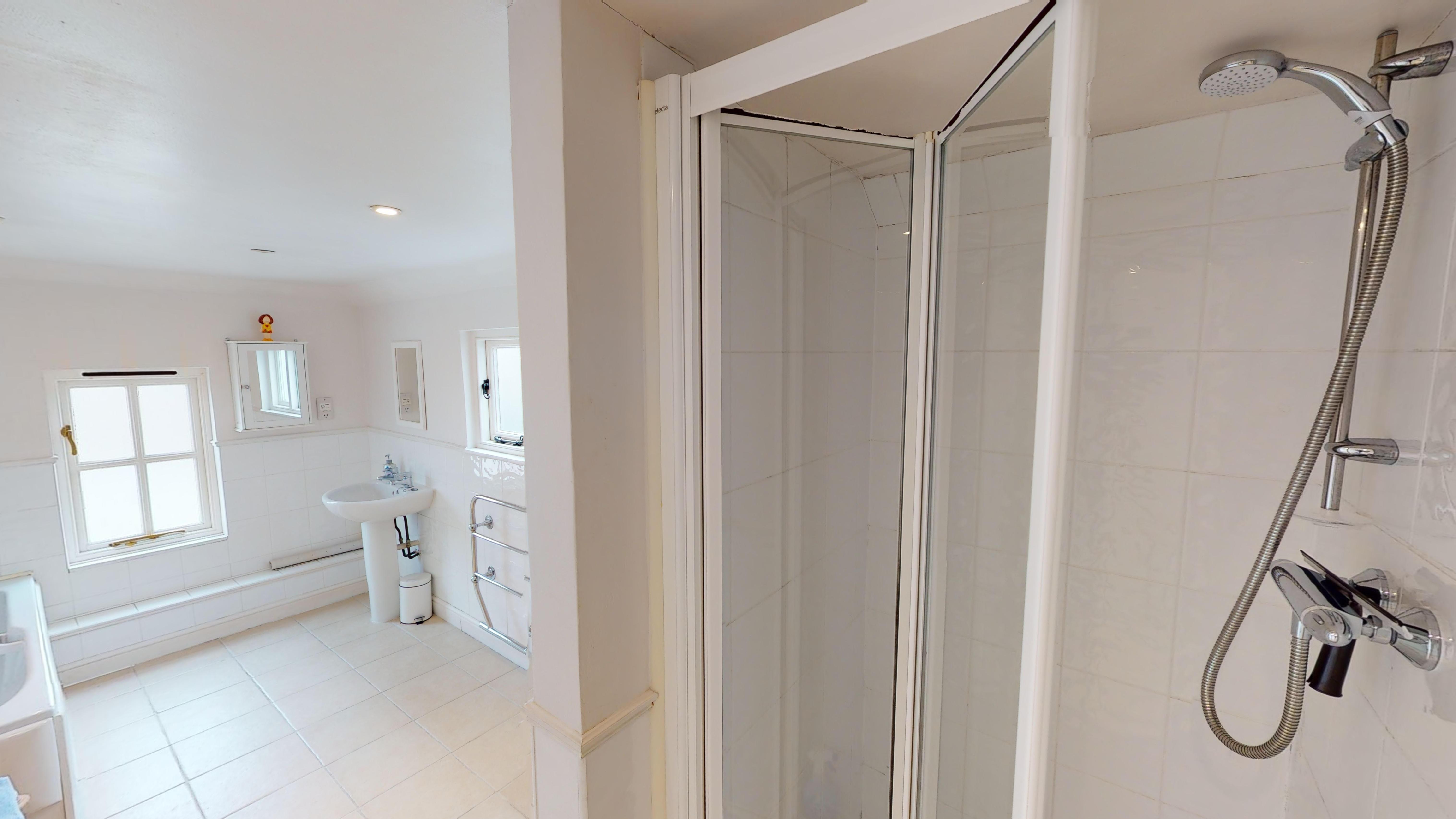 Cambridge House Bathroom
