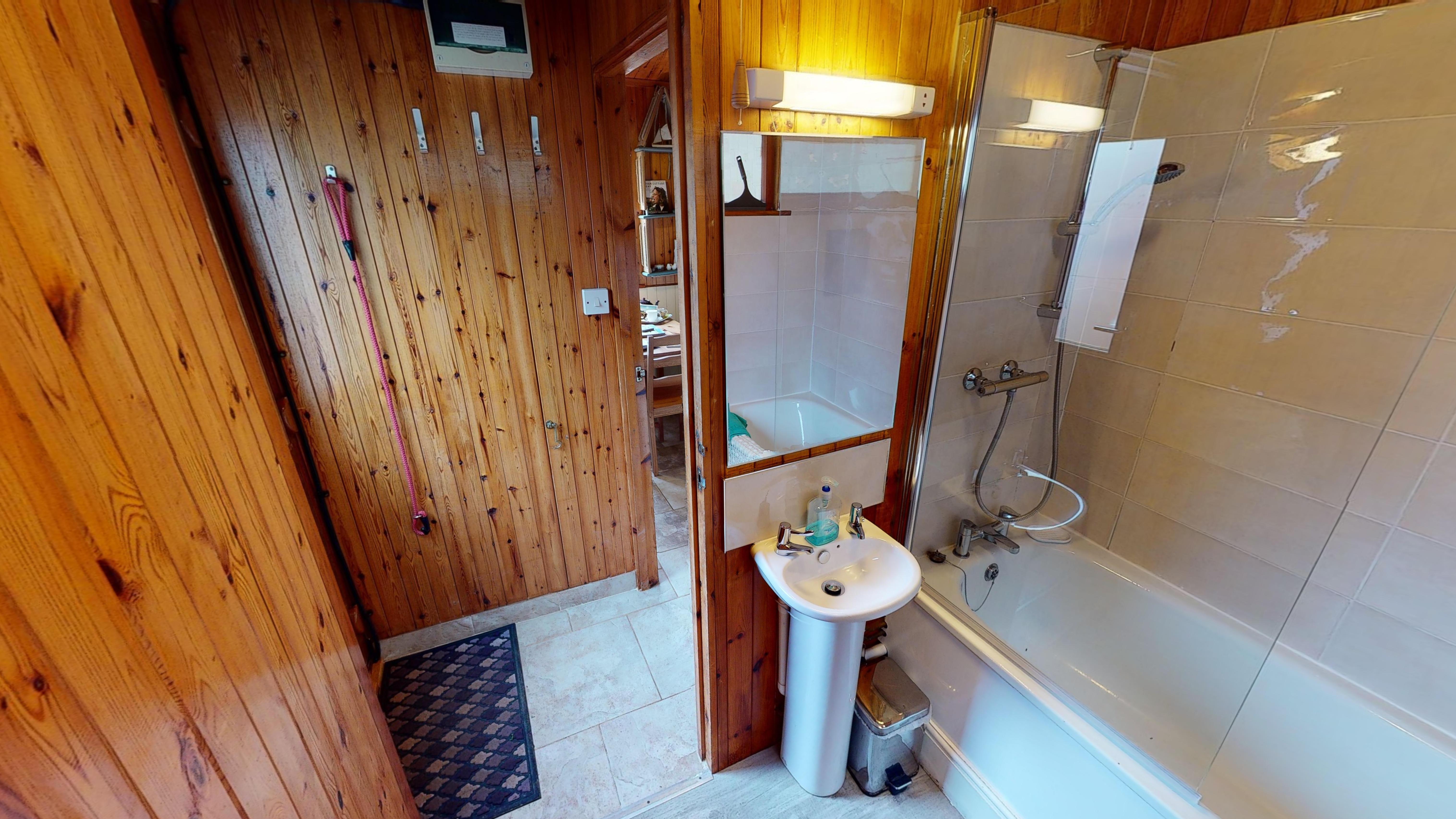 Heron Chalet 03032020 193300 Bathroom