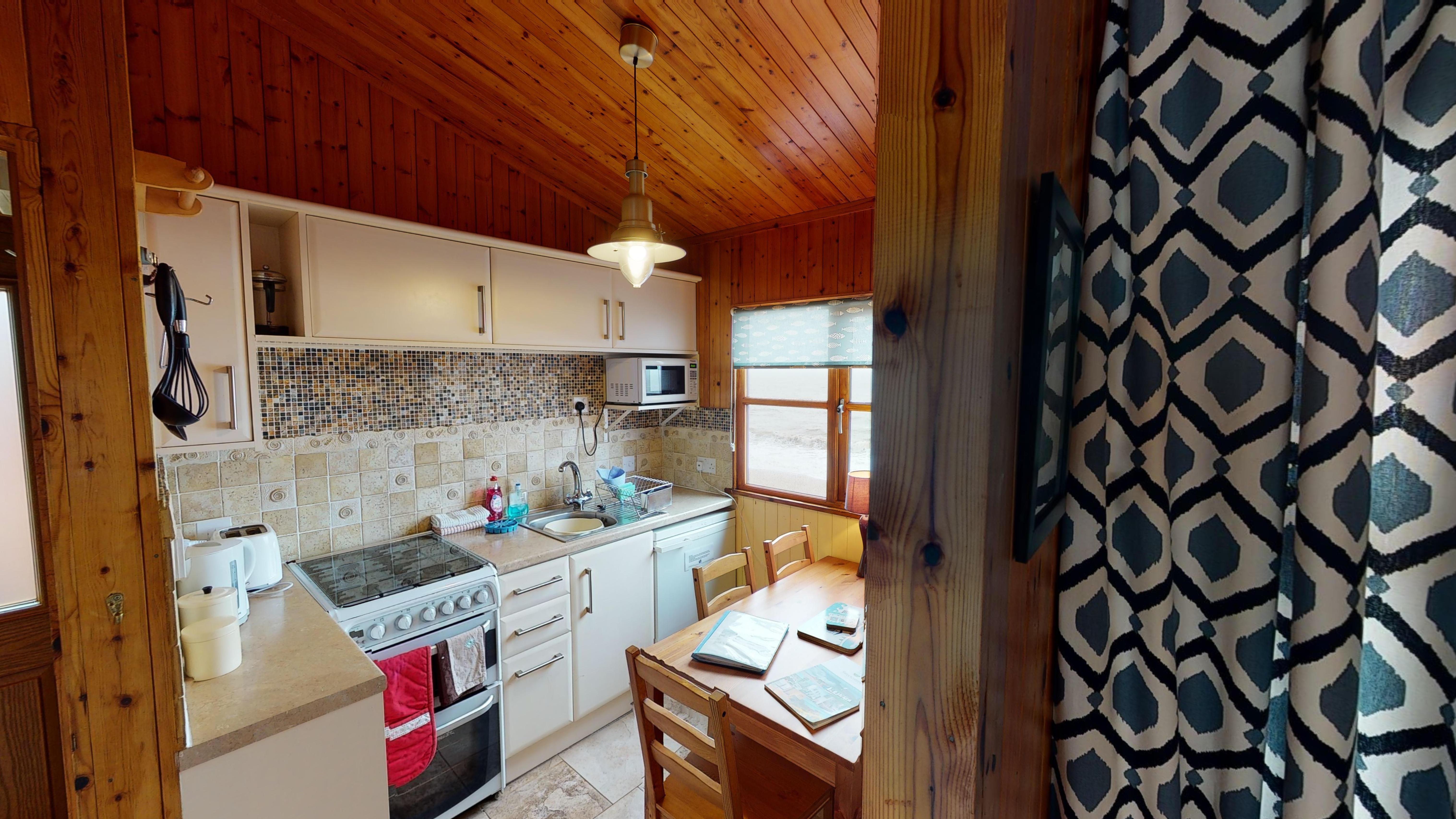 Heron Chalet 03032020 193402 Kitchen