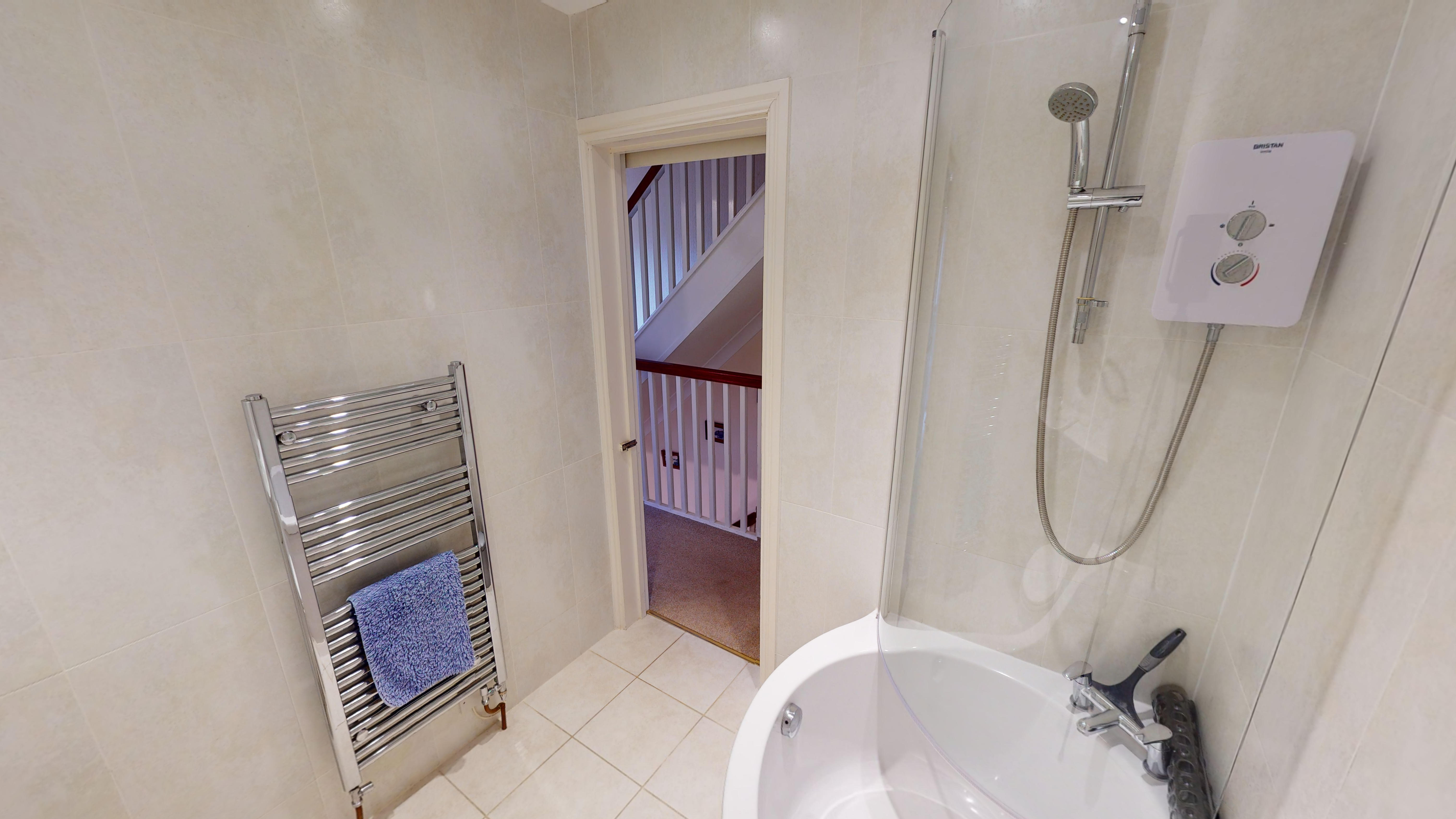 Lakes Court 03032020 211852 Bathroom