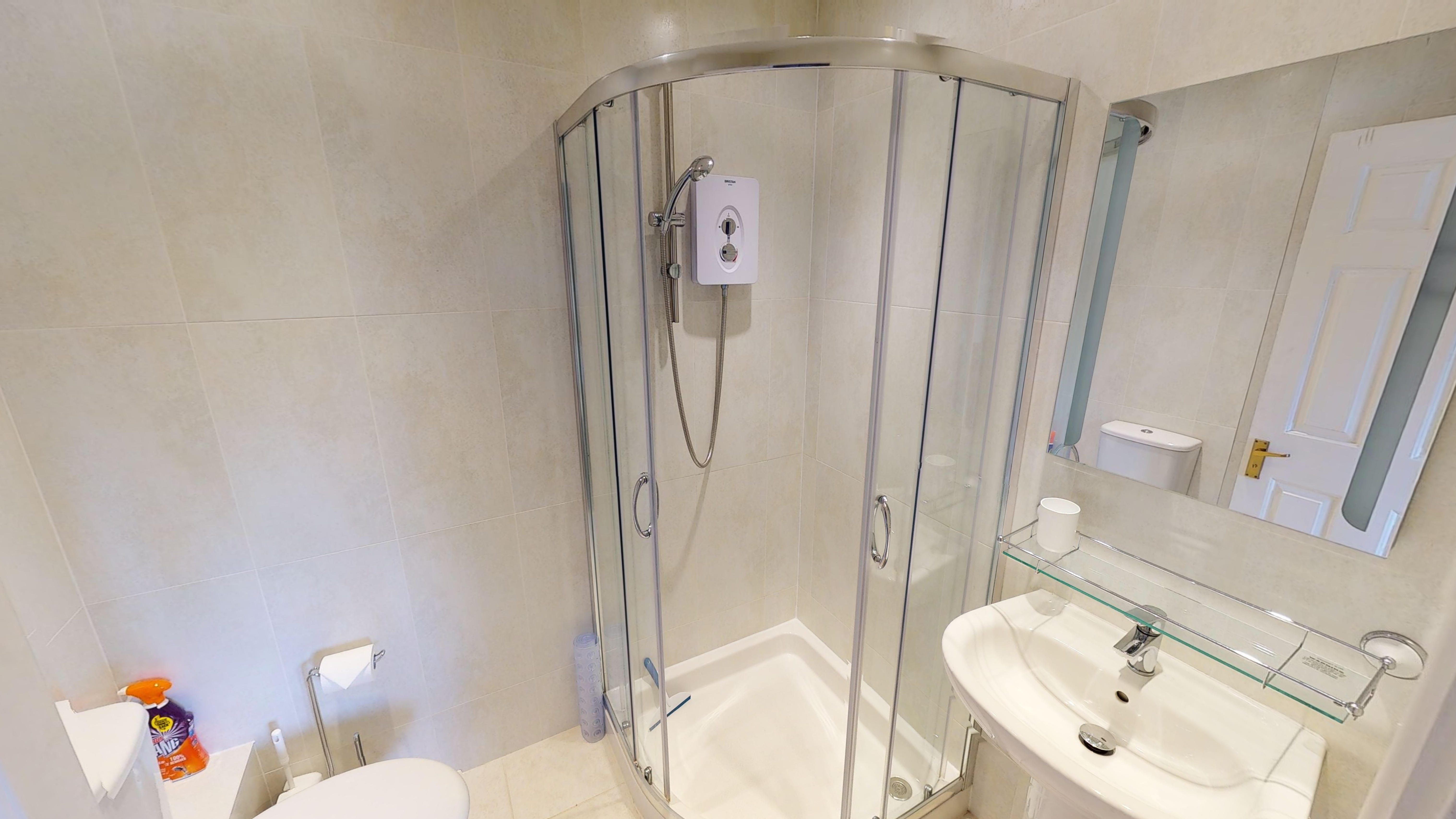 Lakes Court 03032020 212327 Shower