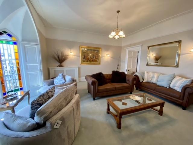 2 Beach House Lounge