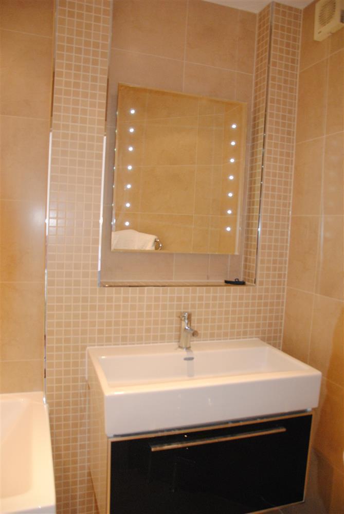 371Ref 371 Ensuite Bathroom A