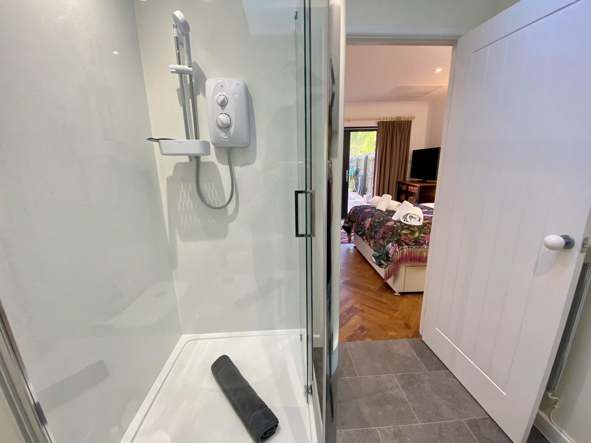 Farriers Retreat Shower 1